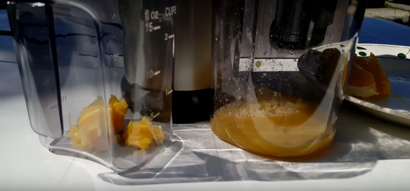 Réalisation d'un jus de fruits avec des oranges
